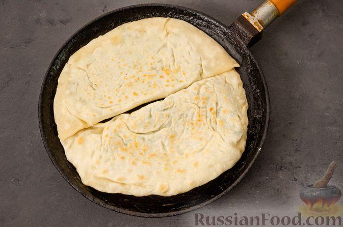 Фото приготовления рецепта: Кутабы с начинкой из творога и зелени - шаг №16