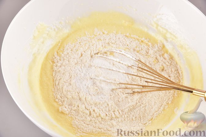 """Фото приготовления рецепта: Лимонный пирог """"Четыре четверти"""" - шаг №6"""