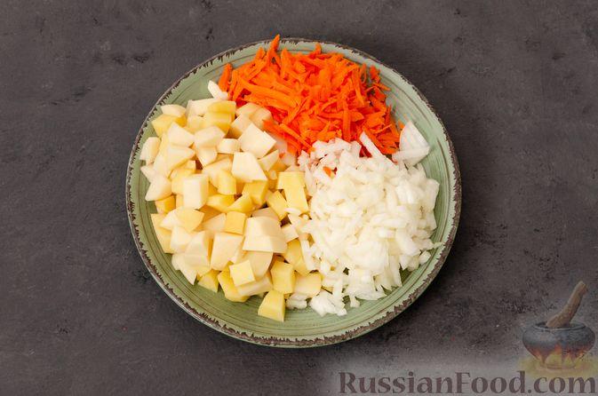 Фото приготовления рецепта: Суп с фрикадельками и яичной заправкой - шаг №2