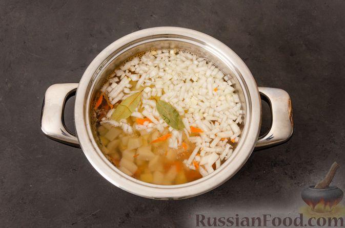 Фото приготовления рецепта: Суп с фрикадельками и яичной заправкой - шаг №3