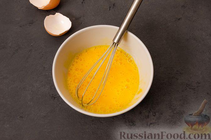 Фото приготовления рецепта: Суп с фрикадельками и яичной заправкой - шаг №4