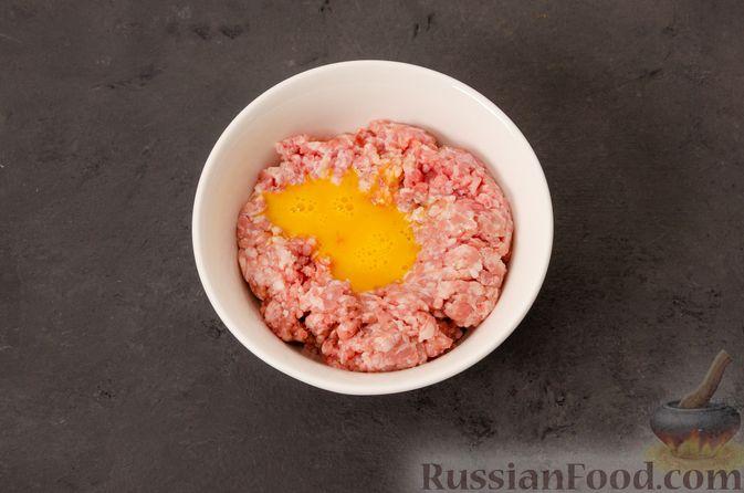 Фото приготовления рецепта: Суп с фрикадельками и яичной заправкой - шаг №5