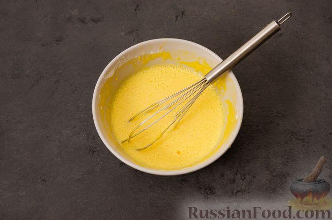 Фото приготовления рецепта: Суп с фрикадельками и яичной заправкой - шаг №8
