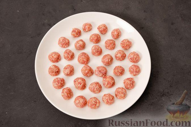 Фото приготовления рецепта: Суп с фрикадельками и яичной заправкой - шаг №9