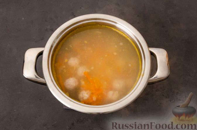 Фото приготовления рецепта: Суп с фрикадельками и яичной заправкой - шаг №10