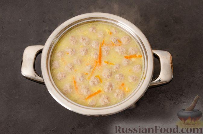 Фото приготовления рецепта: Суп с фрикадельками и яичной заправкой - шаг №12