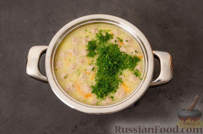 Фото приготовления рецепта: Суп с фрикадельками и яичной заправкой - шаг №13