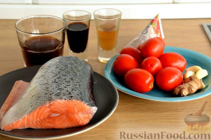 Фото приготовления рецепта: Сёмга, тушенная в томатном соусе с пивом и имбирём - шаг №1