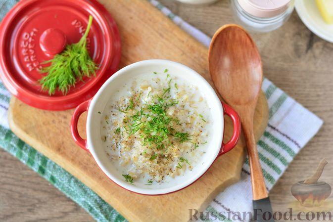 Фото приготовления рецепта: Несладкая овсянка на молоке - шаг №7