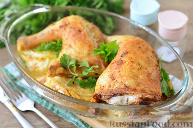 """Фото приготовления рецепта: Куриные окорочка, запечённые со """"стейками"""" из капусты - шаг №8"""