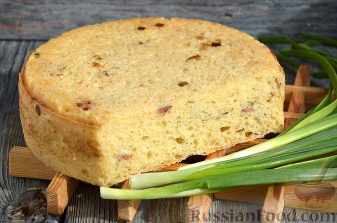 Фото к рецепту: Дрожжевой картофельный хлеб с беконом и зелёным луком