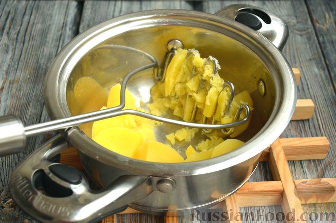 Фото приготовления рецепта: Дрожжевой картофельный хлеб с беконом и зелёным луком - шаг №4