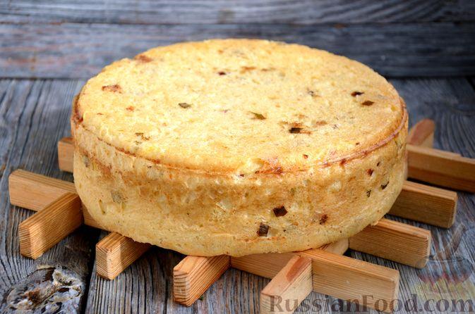 Фото приготовления рецепта: Дрожжевой картофельный хлеб с беконом и зелёным луком - шаг №13