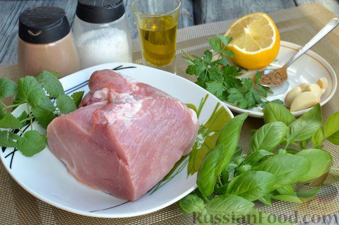 Фото приготовления рецепта: Жареная свинина с соусом из зелени и чеснока - шаг №1
