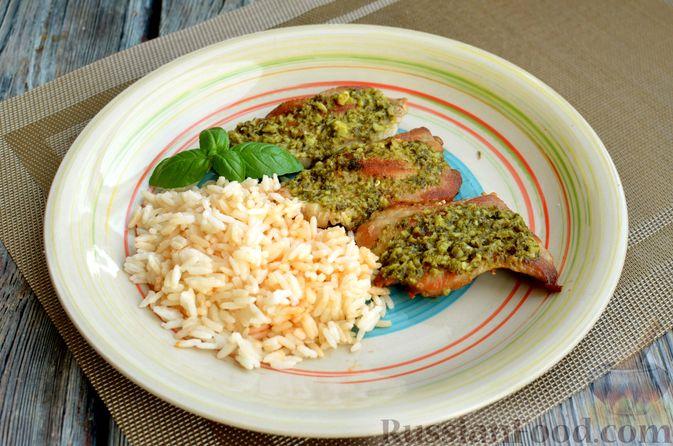 Фото приготовления рецепта: Жареная свинина с соусом из зелени и чеснока - шаг №12