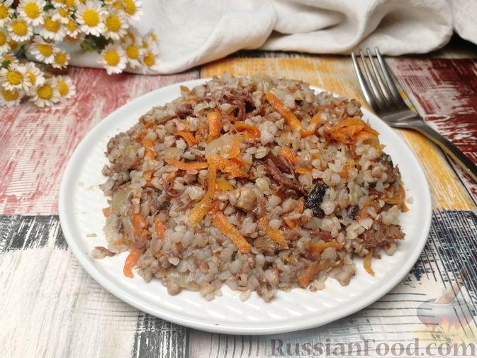 Фото к рецепту: Гречка с тушёнкой и грибами