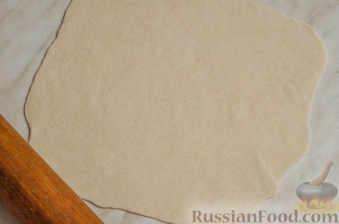 Фото приготовления рецепта: Суп на курином бульоне с домашней лапшой - шаг №6
