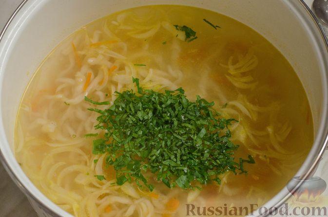 Фото приготовления рецепта: Суп на курином бульоне с домашней лапшой - шаг №19
