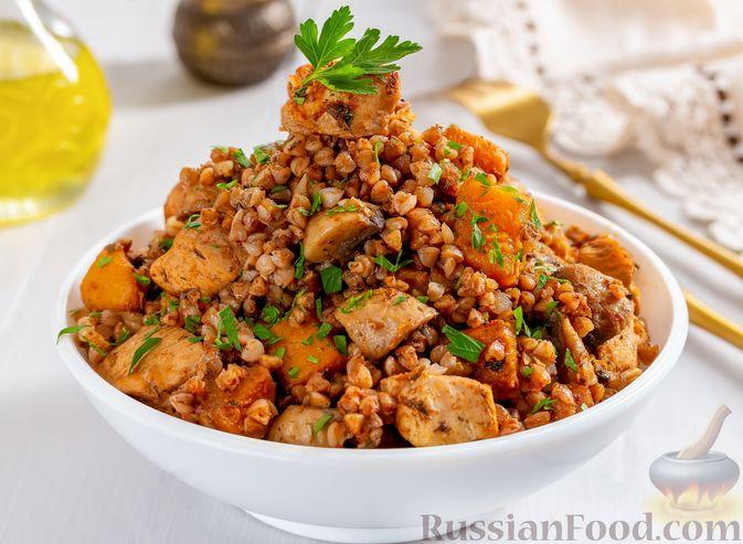 Фото к рецепту: Гречка с курицей, тыквой и грибами (на сковороде)