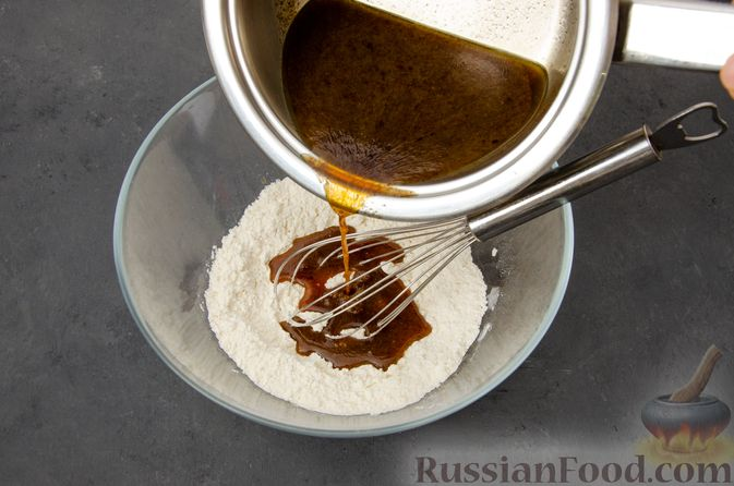 Фото приготовления рецепта: Карамельные пряники из заварного теста, с молочной глазурью - шаг №6
