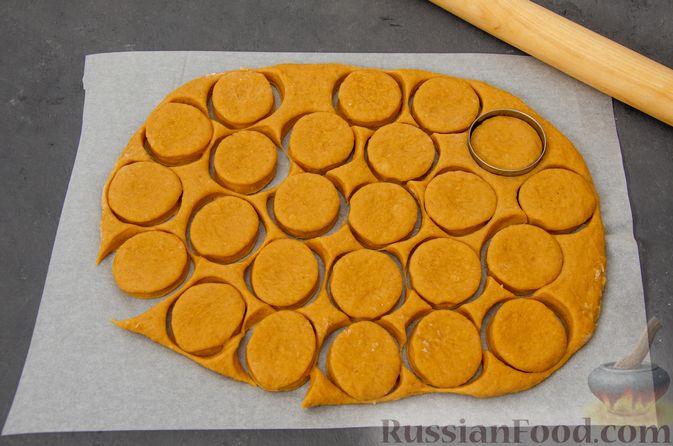 Фото приготовления рецепта: Карамельные пряники из заварного теста, с молочной глазурью - шаг №12