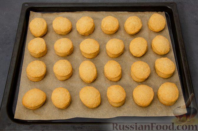 Фото приготовления рецепта: Карамельные пряники из заварного теста, с молочной глазурью - шаг №14