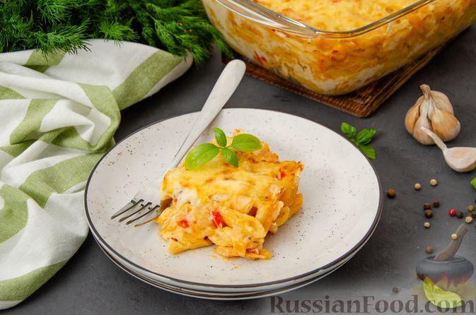 Фото к рецепту: Макаронная запеканка с куриным филе, сладким перцем, сыром и соусом бешамель