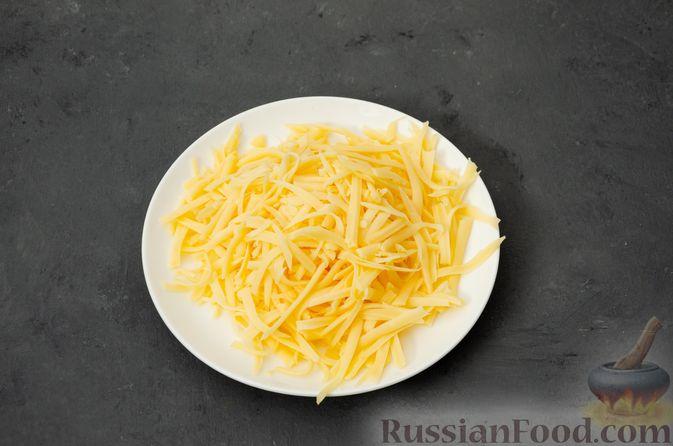 Фото приготовления рецепта: Макаронная запеканка с куриным филе, сладким перцем, сыром и соусом бешамель - шаг №13