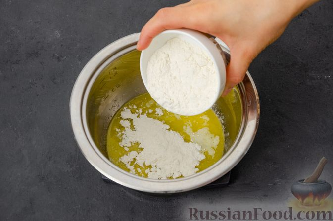 Фото приготовления рецепта: Макаронная запеканка с куриным филе, сладким перцем, сыром и соусом бешамель - шаг №15
