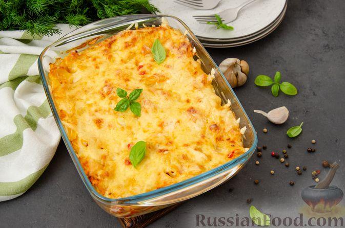 Фото приготовления рецепта: Макаронная запеканка с куриным филе, сладким перцем, сыром и соусом бешамель - шаг №24