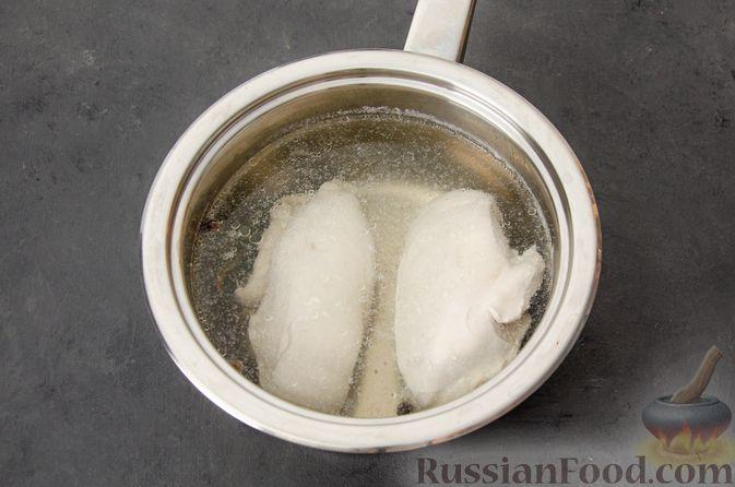 """Фото приготовления рецепта: Салат """"Оливье"""" с курицей - шаг №4"""