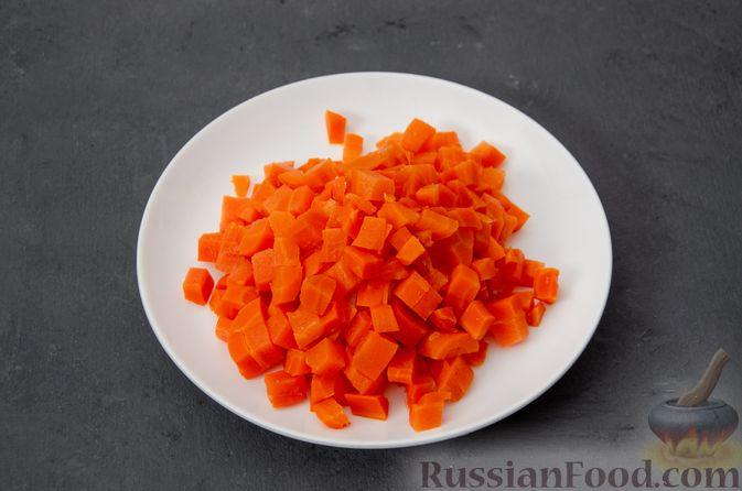 """Фото приготовления рецепта: Салат """"Оливье"""" с курицей - шаг №9"""