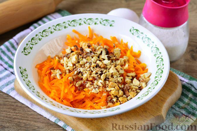 Фото приготовления рецепта: Слойки с тыквой и грецкими орехами - шаг №4