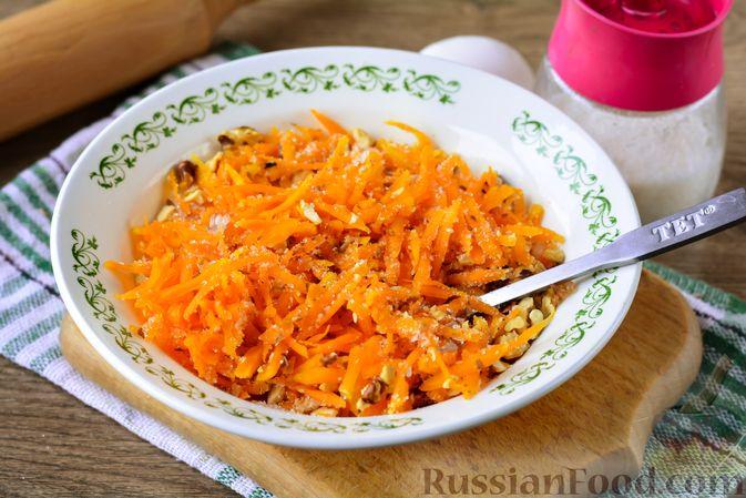 Фото приготовления рецепта: Слойки с тыквой и грецкими орехами - шаг №6