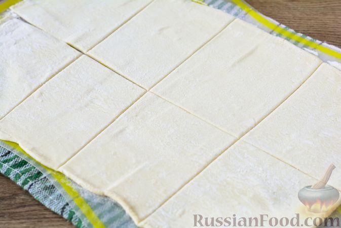 Фото приготовления рецепта: Слойки с тыквой и грецкими орехами - шаг №8