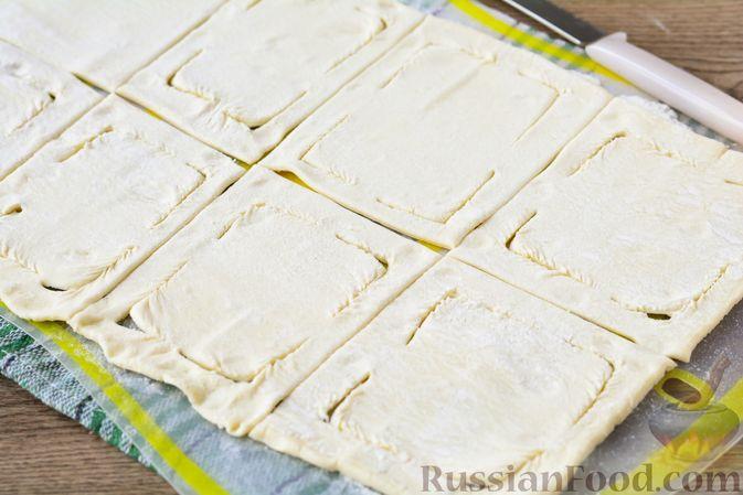 Фото приготовления рецепта: Слойки с тыквой и грецкими орехами - шаг №9