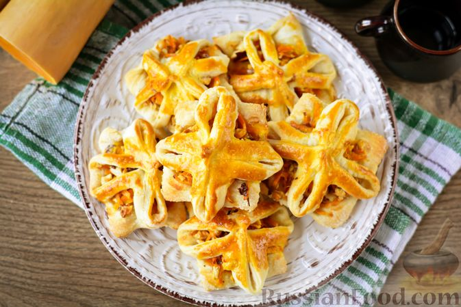 Фото приготовления рецепта: Слойки с тыквой и грецкими орехами - шаг №16