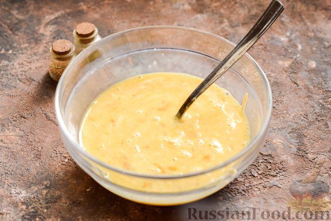 Фото приготовления рецепта: Пирог из слоёного теста с цветной капустой в яично-сырной заливке - шаг №7