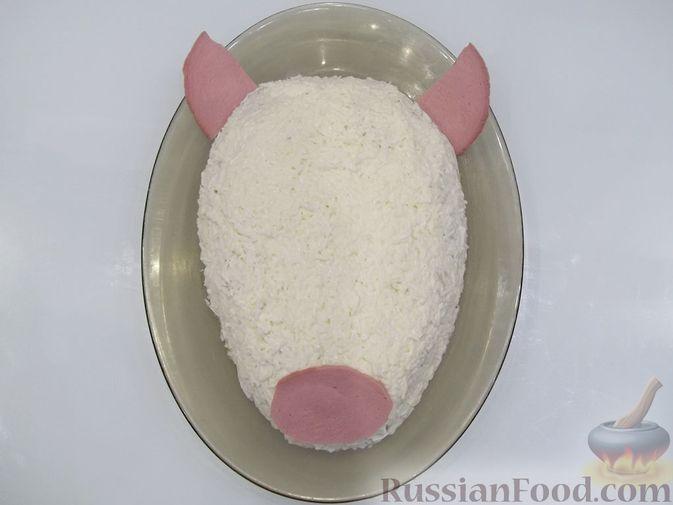 Фото приготовления рецепта: Слоёный мясной салат с картофелем, шампиньонами и зелёным горошком - шаг №22