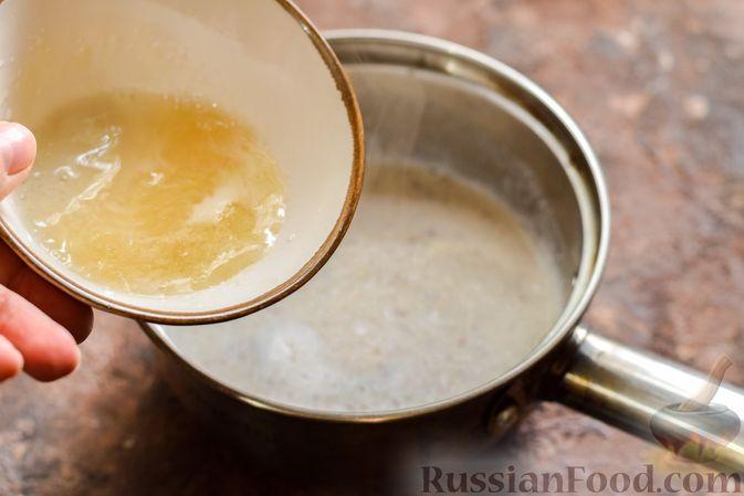 Фото приготовления рецепта: Сливочное желе с орехами - шаг №8