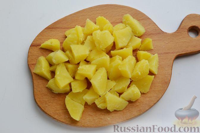 Фото приготовления рецепта: Салат с картофелем, сельдью, яйцами и горчичной заправкой - шаг №6