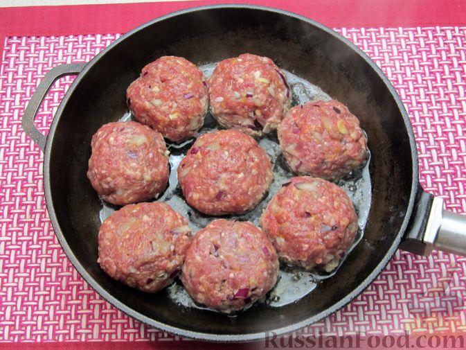 Фото приготовления рецепта: Мясные тефтели в томатно-тыквенным соусе - шаг №22