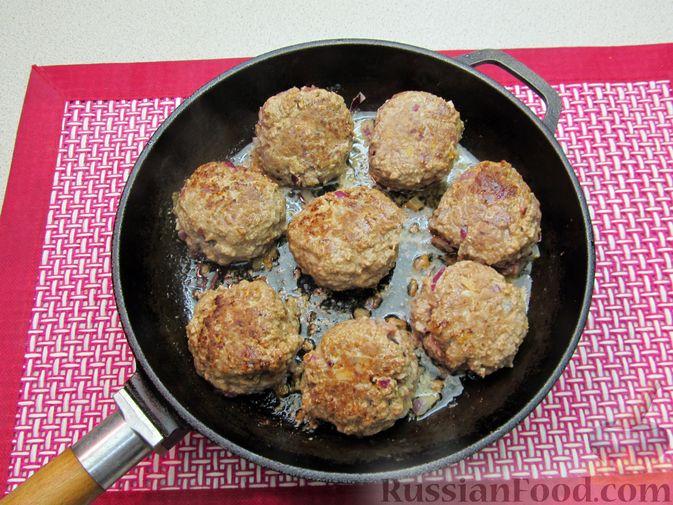 Фото приготовления рецепта: Мясные тефтели в томатно-тыквенным соусе - шаг №23