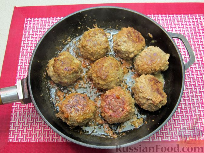 Фото приготовления рецепта: Мясные тефтели в томатно-тыквенным соусе - шаг №24