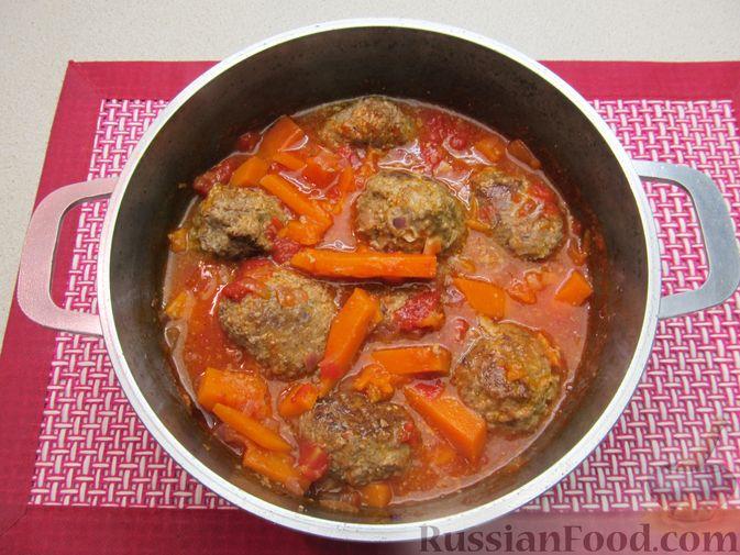 Фото приготовления рецепта: Мясные тефтели в томатно-тыквенным соусе - шаг №25