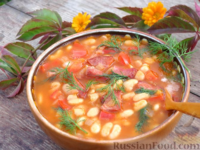 Фото к рецепту: Фасоль с ветчиной, в томатном соусе