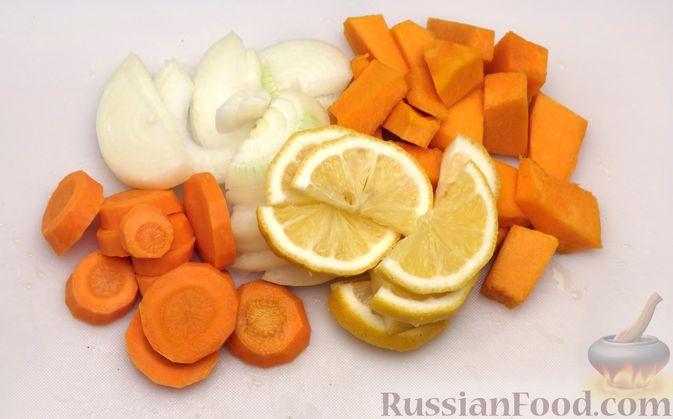 Фото приготовления рецепта: Курица, запечённая с тыквой, морковью и лимоном (в рукаве) - шаг №3