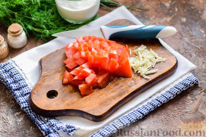 Фото приготовления рецепта: Куриный суп с корнем сельдерея, помидорами и сметаной - шаг №7