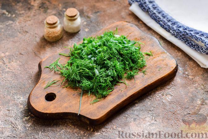 Фото приготовления рецепта: Куриный суп с корнем сельдерея, помидорами и сметаной - шаг №13