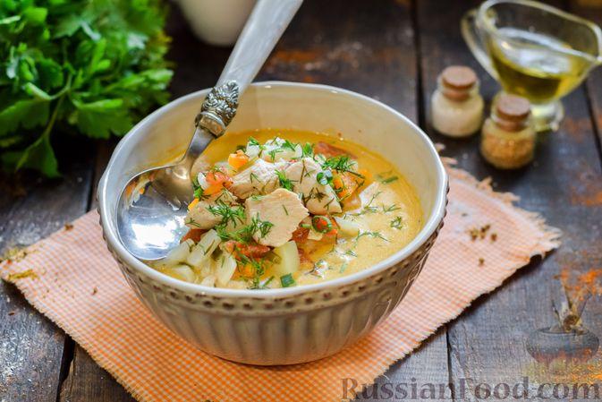 Фото приготовления рецепта: Куриный суп с корнем сельдерея, помидорами и сметаной - шаг №15
